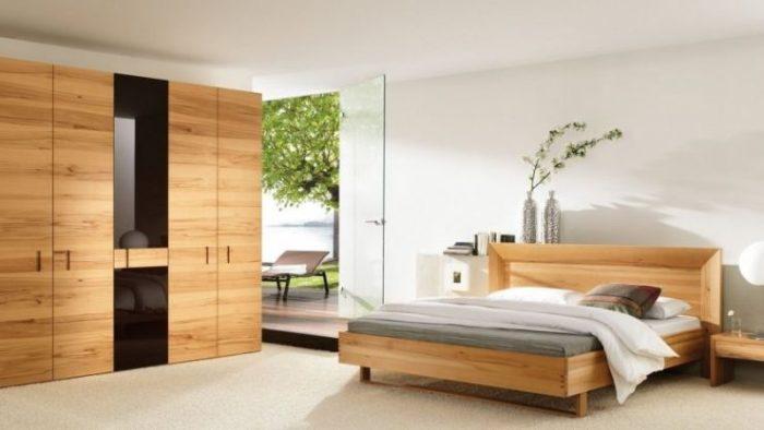 Мебель в тёплых светлых тонах никогда не будет лишней в спальне.