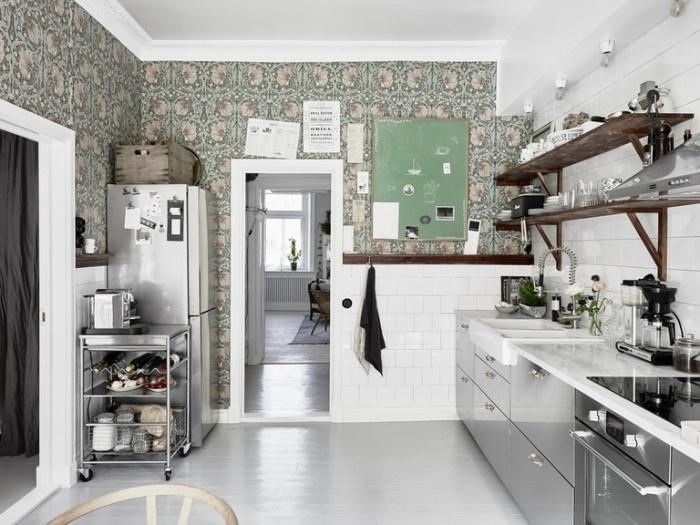 Кухня в стиле хай-тек - одно из самых распространённых решений.