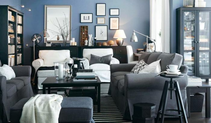 Сочетание серого и голубого в интерьере гостиной.