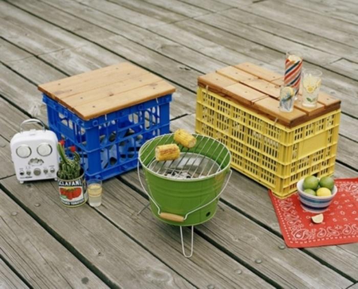 Этот переносной набор из старых ящиков из под фруктов отлично подойдет для пикника.