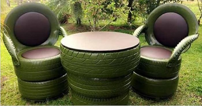 Не спешите выбрасывать старые шины. Из них можно сделать вот такой столик и стулья.