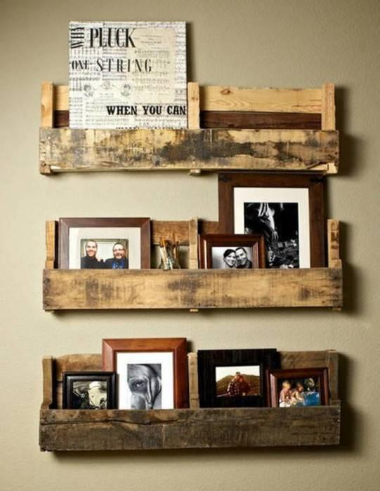 Полочки для фотографий или журналов и газет из обычных дощечек от ящиков.