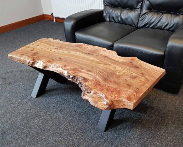 Оригинальный столик из спила дерева. \ Фото: prezident-mebel.ru.