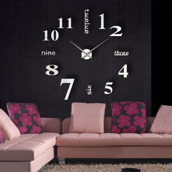Если возникает желание разместить большие часы в небольшой комнате, нужно помнить, что для них должно быть выделено такое место, в котором они будут выглядеть очень органично.