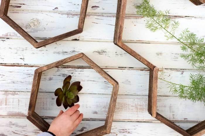 Декор стен своими руками. \ Фото: makeanddocrew.com.