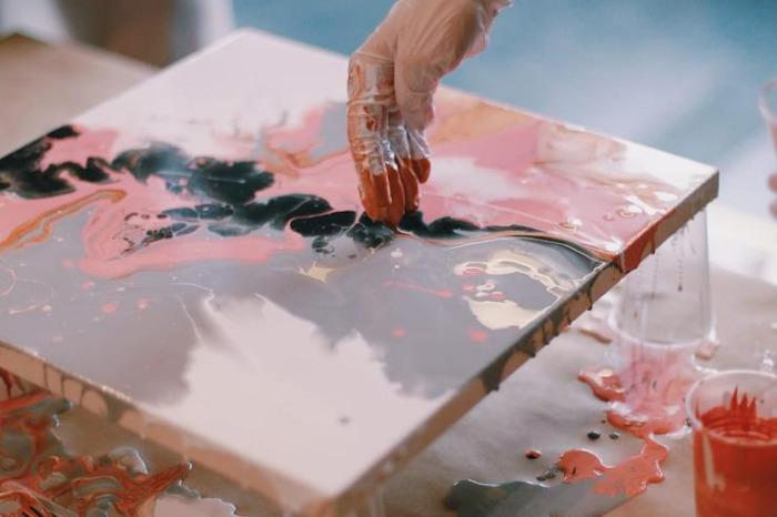 Оригинальный флюид арт своими руками. \ Фото: afisha.a42.ru.