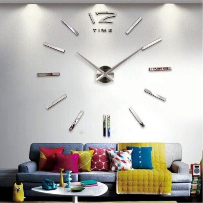 Настенные часы в стиле хай-тек - прекрасный элемент декора.