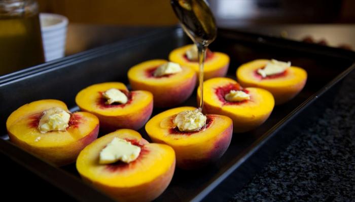 Персики с творогом, запечённые в духовке. \ Фото: povar.ru.