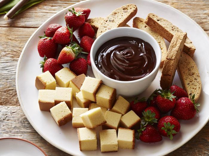 Шоколадное фондю.  Фото: erasmusu.com.