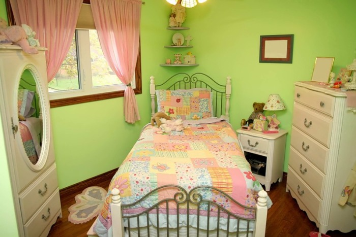 Комната в кукольном стиле.