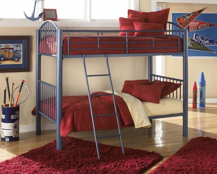 Двухярусные кровати - не менее практичный вариант для деткой комнаты.
