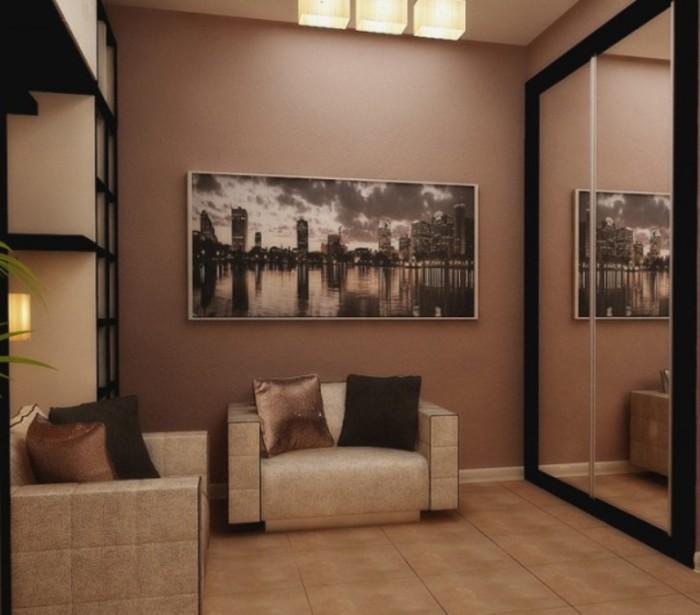 Чтобы визуально вытянуть стены прихожей, повесьте на них продолговатые прямоугольные картины, фотографии в ряд или прямоугольное зеркало.