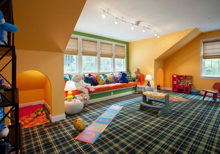 Ковролин и ковровые покрытия – мягкий тёплый пол, но потребуется ежедневная качественная уборка, так как они способны накапливать пыль и грязь в огромных количествах.