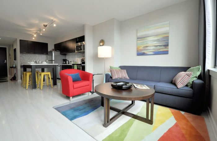 Светлые тона помогут сделать небольшую квартиру немного больше.