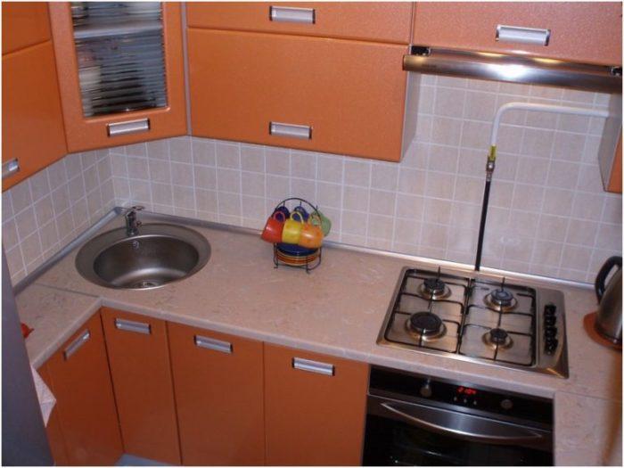 Кухня, выполненная в оранжевом цвете создаст прекрасное настроение.