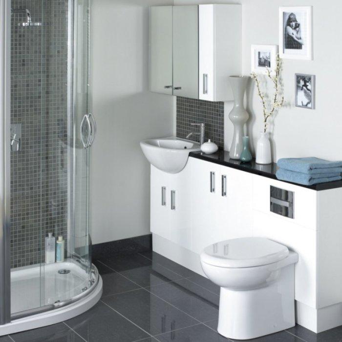 Выбирайте современную сантехнику и мебель. Это поможет сохранить пространство.