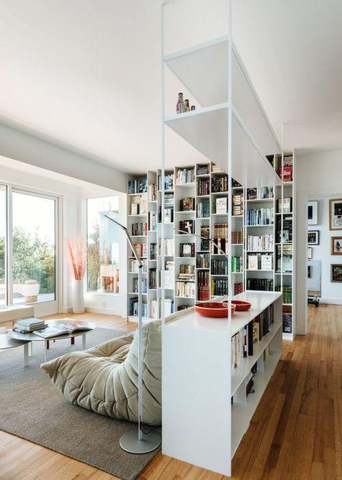 Благодаря удачной перепланировке можно получить просторную комнату-студию.