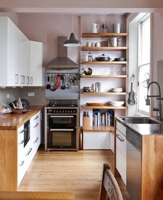 Шкаф с открытыми полками - тот вариант, когда всё необходимое под рукой.