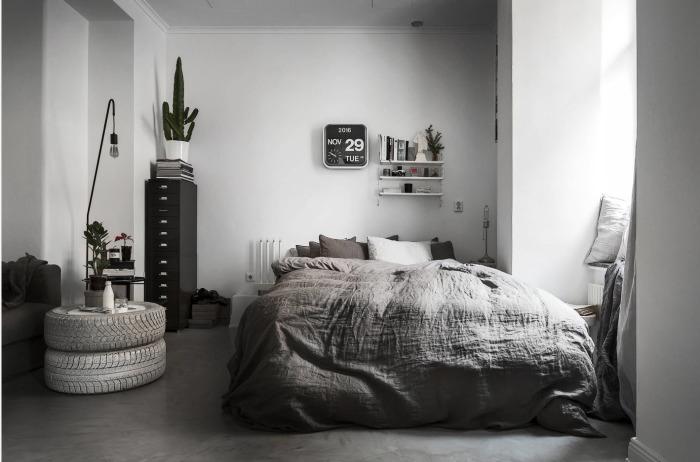 Специалисты рекомендуют использовать не более трёх цветов при оформлении спальни. Основным должен быть светлый тон.