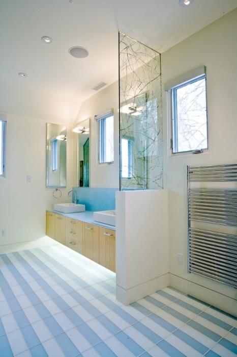 Нижнее освещение придаст оригинальности и незаурядности вашей ванной.