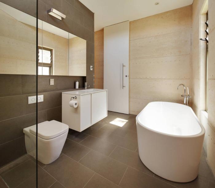 Компактная современная сантехника для ванной комнаты.
