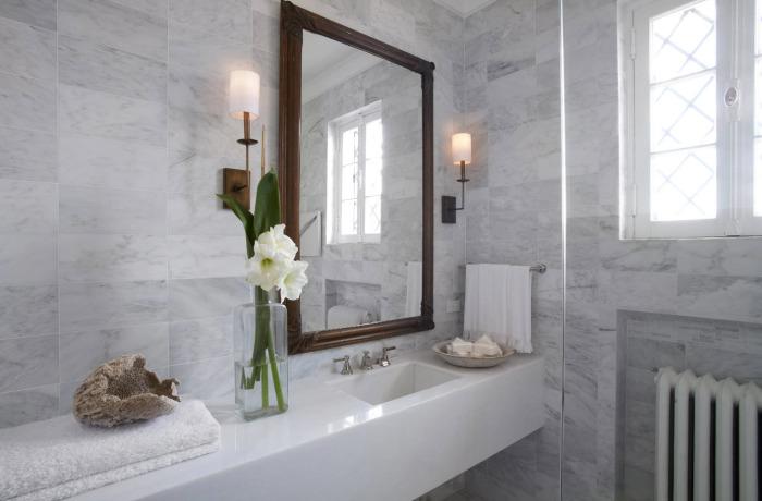 Декор современной ванной комнаты.