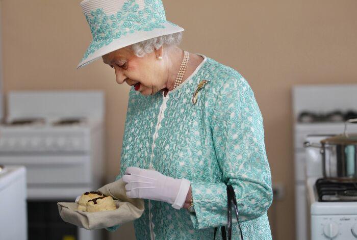 Но она совсем не прочь полакомиться вкусными булочками. \ Фото: mentalfloss.com.