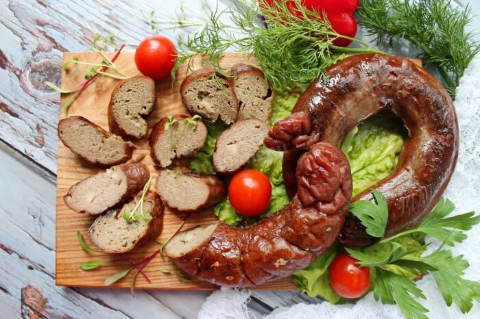 Печёночная колбаса. \ Фото: pinterest.com.