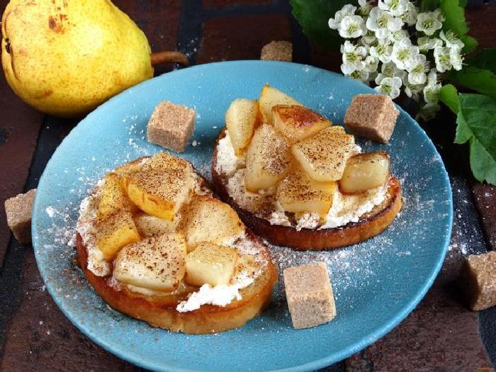 Кростини с грушами, сыром и мёдом. \ Фото: google.ru.