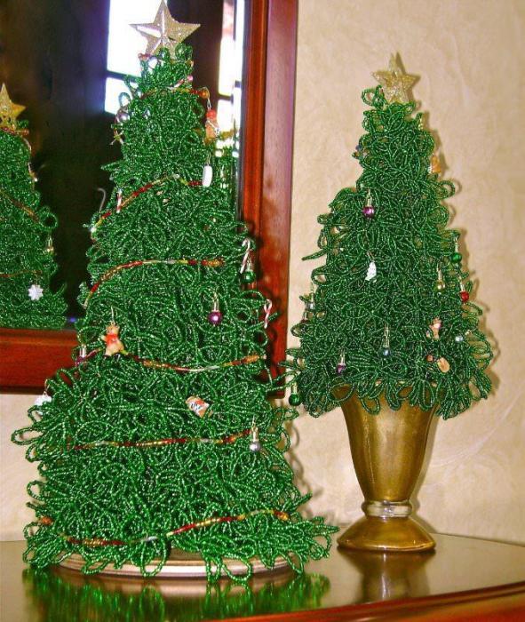 Настольные новогодние ёлки из бисера своими руками.