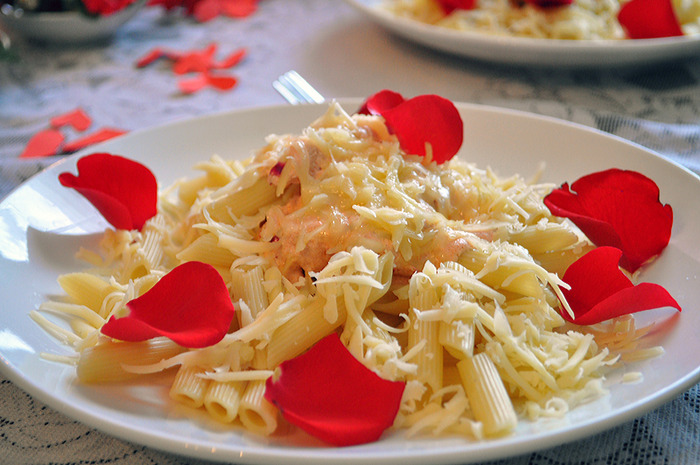 Макароны с лепестками роз. \ Фото: liveinternet.ru.