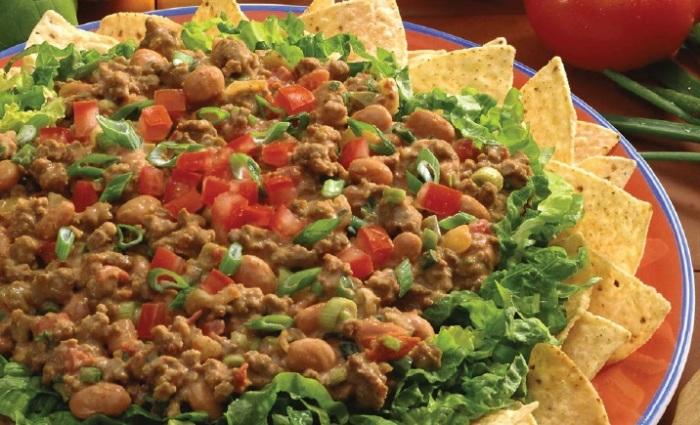 Острый мексиканский салат с фаршем. \ Фото: kulinarnye-recepti.ru.