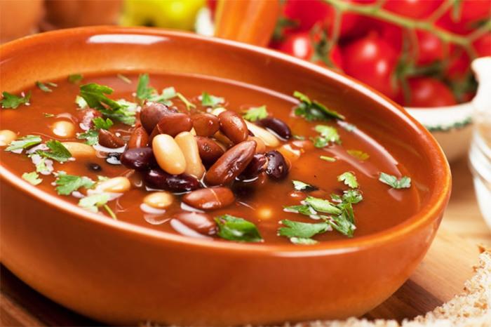 Фасолевый суп. \ Фото: volshebnaya-eda.ru.