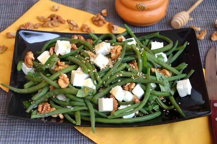 Салат со стручковой фасолью и сыром фета. \ Фото: foodman.club.