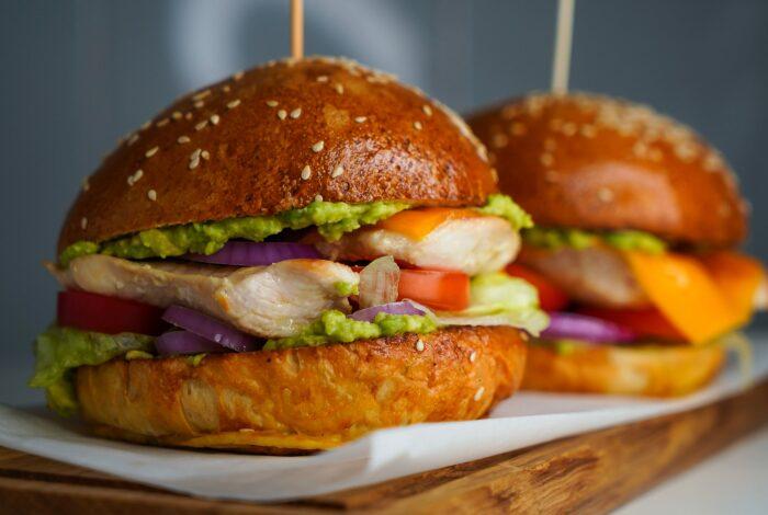Бургер с курицей. \ Фото: google.com.