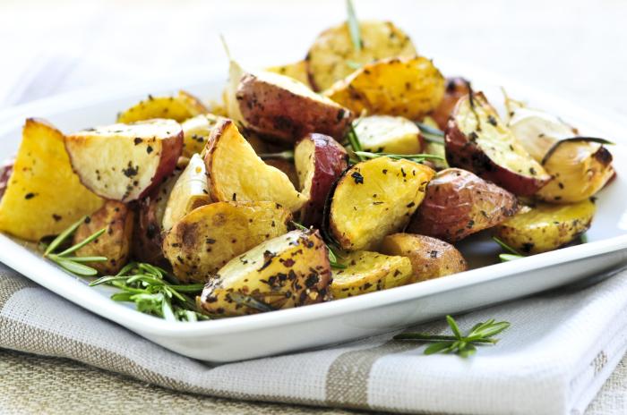 Картофель с чесночным маслом. \ Фото: univision.com.