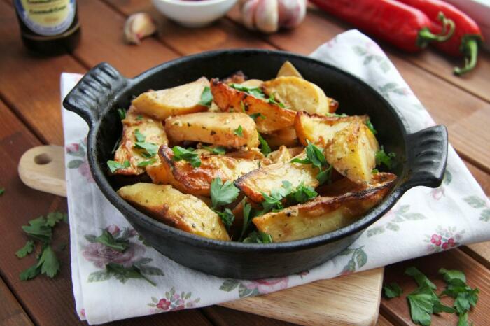 Жареная картошка с соевым соусом. \ Фото: pinterest.co.uk.