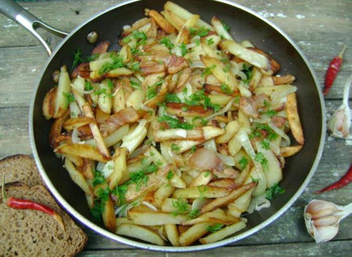 Жареная картошка с салом. \ Фото: google.com.