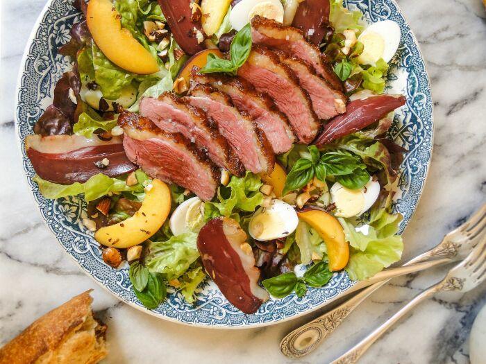 Филе утки с персиками. \ Фото: recipepes.com.