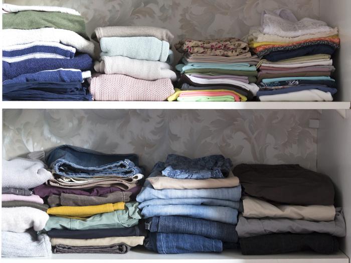 Полки - лучший друг свитеров и джинс.
