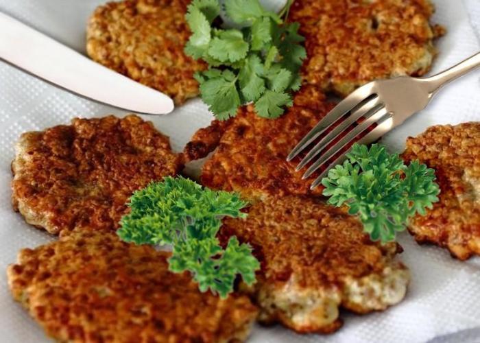 Гречневые оладьи на кефире из гречки быстро и вкусно. \ Фото: 1000.menu.