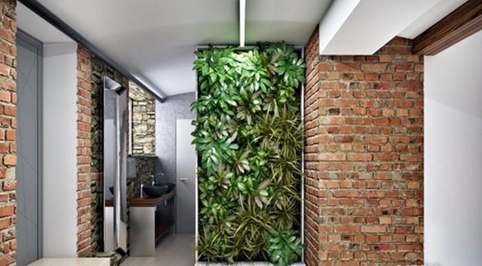 Акцентируя внимание на одной стене, декорируйте её сочными растениями насыщенного зелёного цвета.