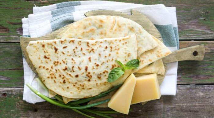 Очень вкусные домашние лепёшки с зеленью. \ Фото: pinterest.com.