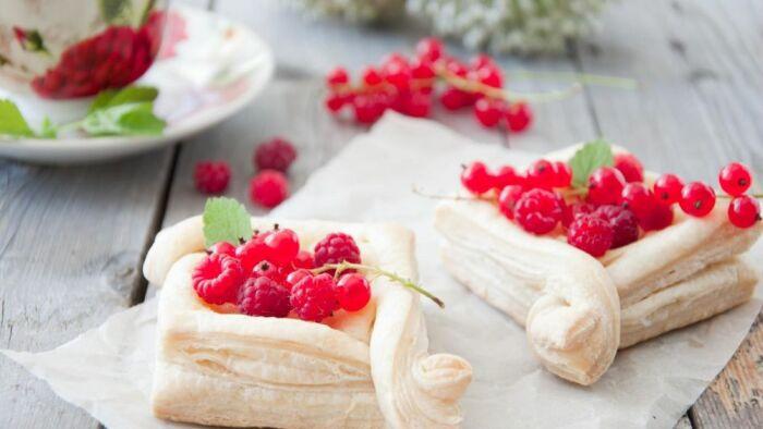 Слойки с ягодами. \ Фото: wallpapers.99px.ru.