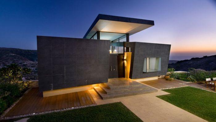 Дома в стиле хай-тек с каждым днем становятся все более популярны.