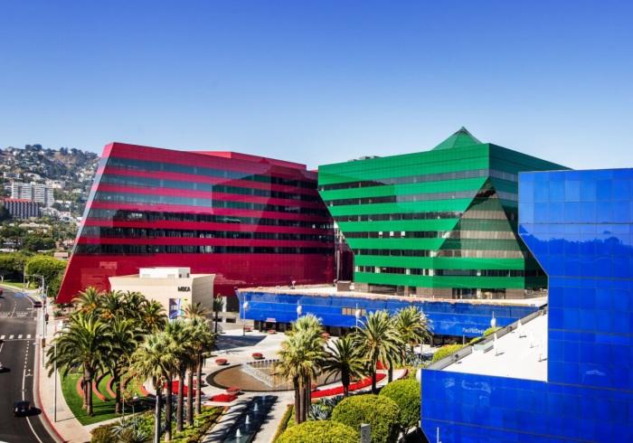 Хай-тек не ставит целью подчеркнуть декоративный аспект сооружения, но, несмотря на это, здания имеют несомненную эстетическую ценность.