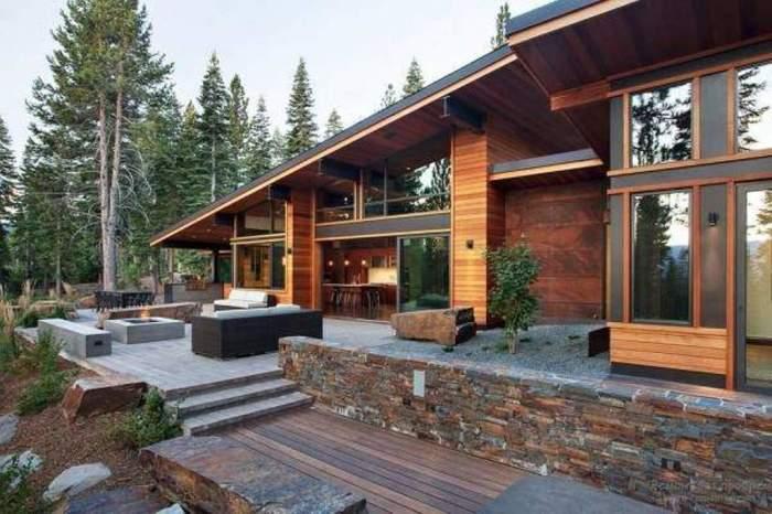 Из сип-панелей можно собрать очень стильные частные дома в стиле хай тек.