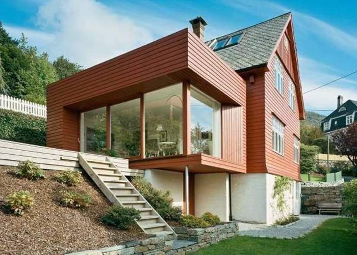 Деревянные дома также могут иметь дизайн фасада в стиле хай-тек.