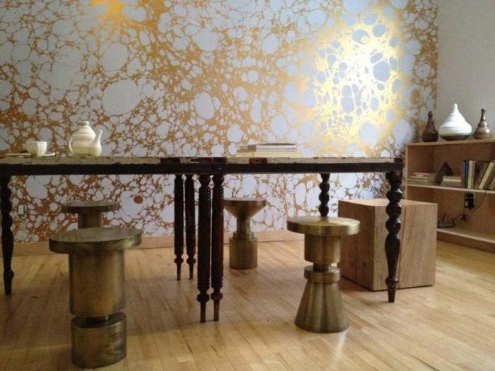 Фотообои с металлическим эффектом. \ Фото: dengarden.com.