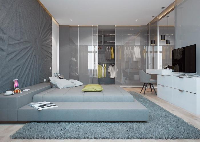 Спальня в сдержанных серо-синих тонах и оттенках.